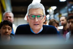 Tim Cook - Hacker 16enne ha sottratto dati ad Apple