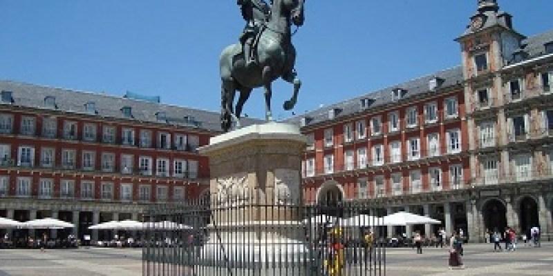 plazamayor2-sitios-imprescindibles-para-visitar-en-madrid
