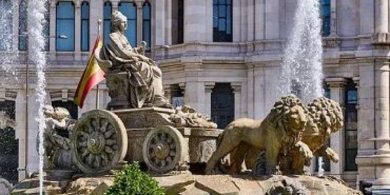 plaza-cibeles-sitios-imprescindibles-para-visitar-en-madrid