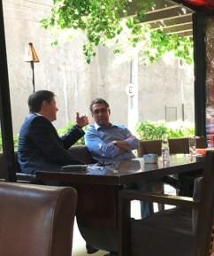 O deputado rodrigo Rocha Loures (de paletó) e Ricardo Saud, diretor da JBS