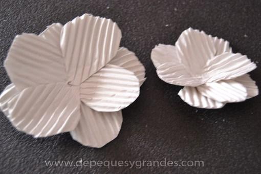 pétalos de la flor con cartón