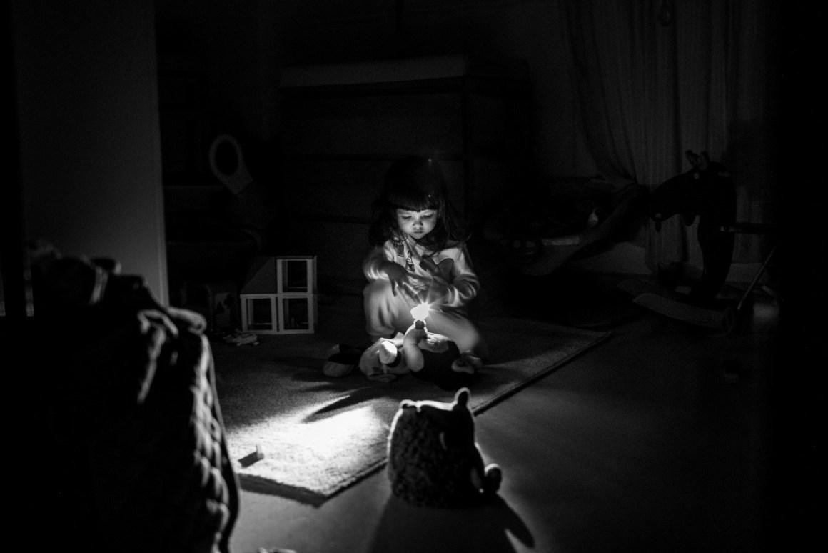 consejos para mejorar las fotografías de nuestros hijos: foto en blanco y negro