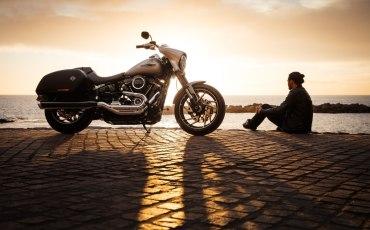 moto atardecer viajero motorista