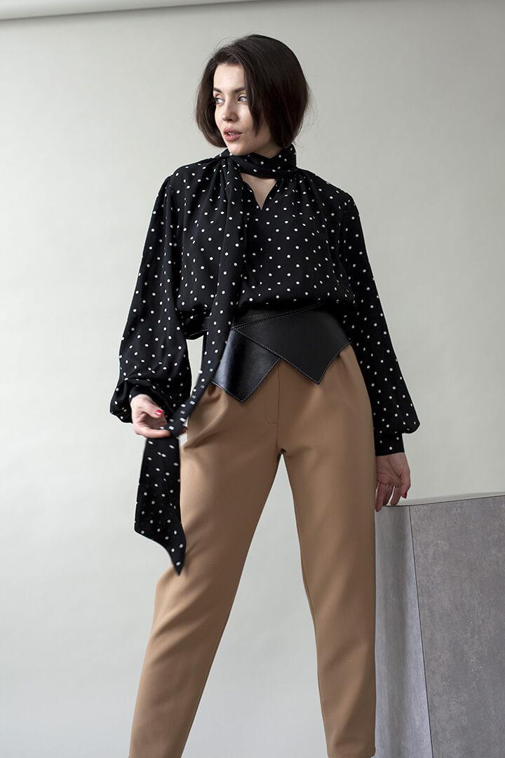 Блуза с бантом в горошек черная DEplace