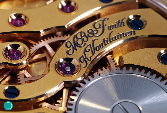 The movement of the MB&F LM101 Frost is engraved with the names of the collaborators. Finishing is very finely done. With beautiful anglage applied to the bridges' edges as well as on the countersink for the canon pinon's jewel seen in this photograph.