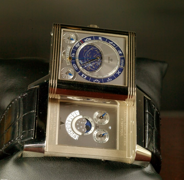 Reversing the case reveals the celestial indications and the perpetual calendar.