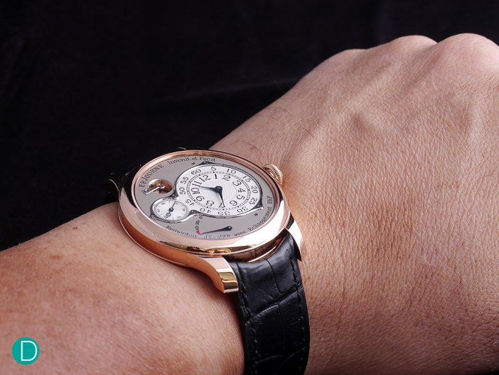 On the wrist, the watch exudes class, and discreteness. It feels solid, and with a nice heft.