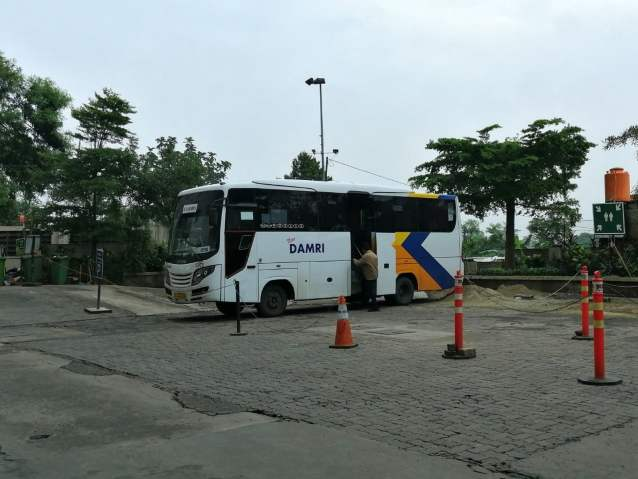 Bus Damri Depok Bandara Soekarno Hatta