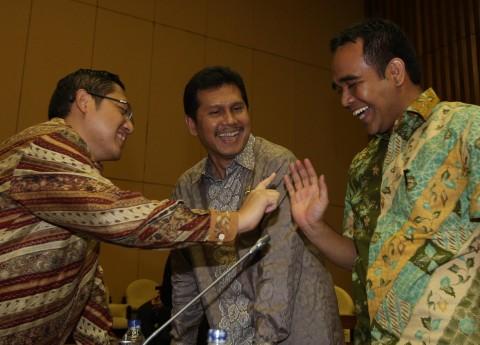 Presiden Jokowi mempercayakan Asman Abnur (tengah) sebagai Menpan RB.