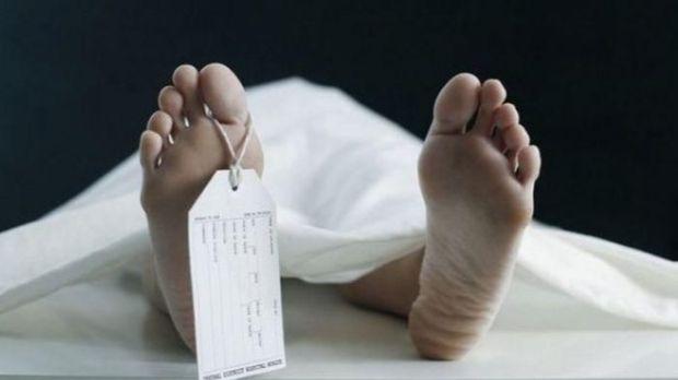 Sesosok mayat yang sudah membusuk ditemukan di tempat sampah Kali Baru, Jatijajar Depok.