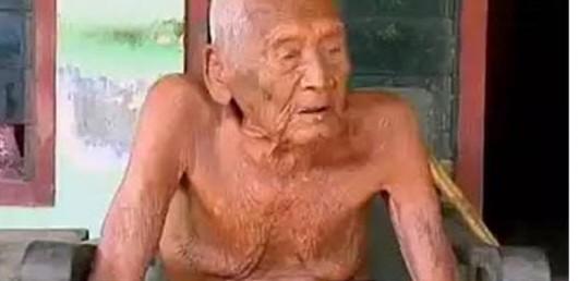 Mbah Gotho kini berusia 145 tahun, sehingga diyakini menjadi manusia tertua di dunia.
