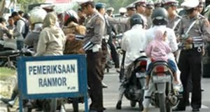 Polisi sedang melakukan razia pada operasi zabra Jaya 2017.