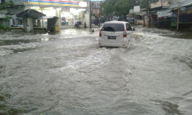 BMKG memperkirakan curah hujan tinggi pada akhir Januari, hati-hati banjir dan tanah longsor.