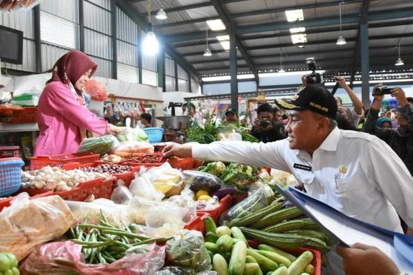 Walikota Depok Mohammad Idris melakukan inspeksi mendadak ke Pasar Sukatani.
