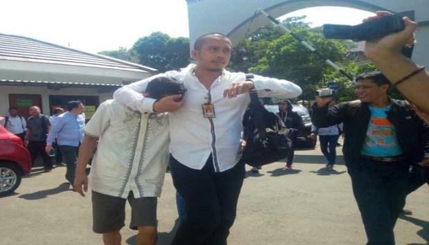 Nuryanto, bo Koperasi Pandawa ketika dibawa ke kantor Kejaksaan Negeri Kota Depok.