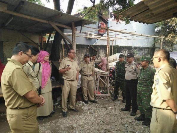 Petugas Disdukcapil Pemkot Depok akan menggelar operasi yustini untuk mengecek pendatang baru habis lebaran.