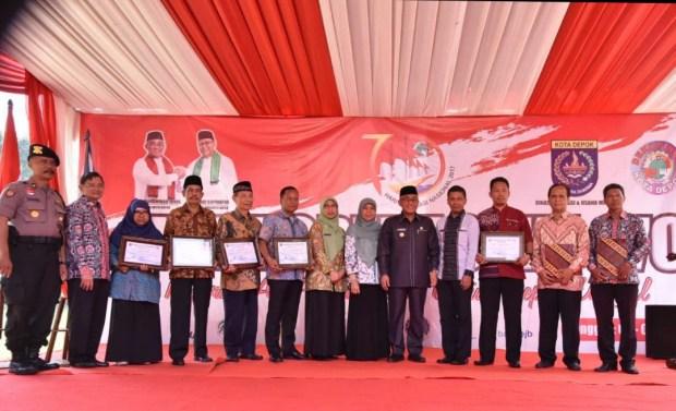 Sejumlah koperasi mendapat penghargaan pada Hari Koperasi di Kota Depok.