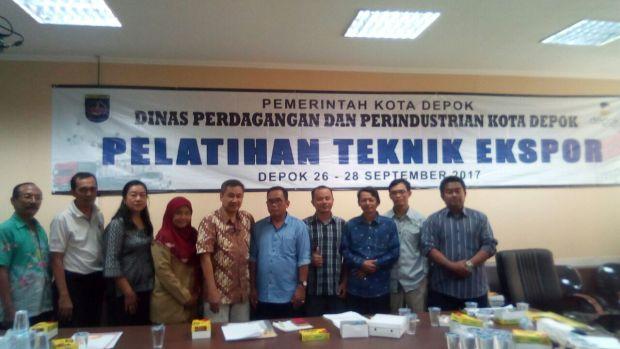 Dinas Perdagagan dan Perindustrian mengadakan pelatihan ekspor bagi petani ikan hias Sawangan.