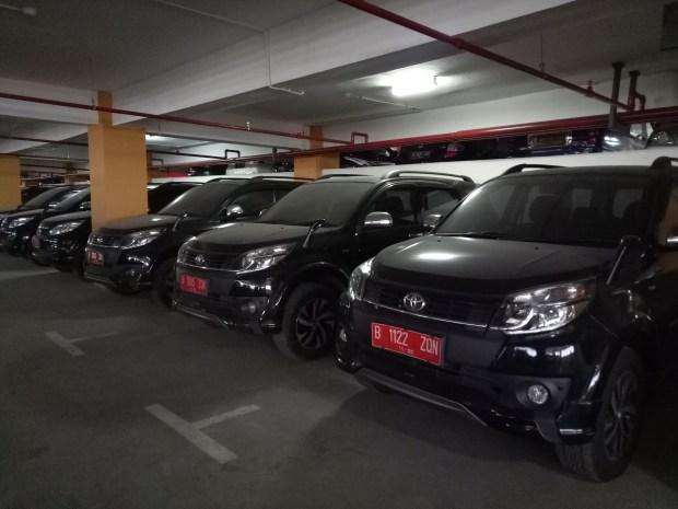 Inilah deretan mobil bekas anggota DPRD Kota Depok yang dikembalikan ke Pemkot Depok. Kini terparkir di lantai 5 Balaikota Depok.