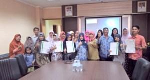 Sebanyak 39 pengusaha makanan dan minuman Kota Depok menerima sertifikat halal dari MUI Jawa Barat.