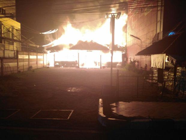 Rumah makan Cibiuk di Jalan Margonda terbakar.