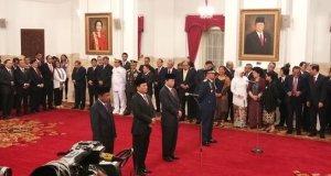 Presiden Jokowi melantik 4 pejabat negara di Istana, Rabu (17/1/2018).