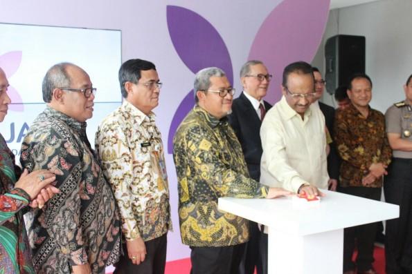 Gubernur Jawa Barat Ahmad Heryawan (Aher) meresmikan RSIA Brawijaya di Bojongsari Depok.
