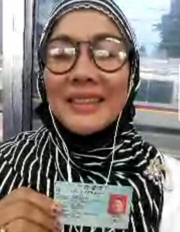 Petugas verifikator KPU Depok terpaksa melakukan verifikasi lewat vidiocall terhadap salah seorang pengurus DPD Partai Golkar Kota Depok Mellyawati.