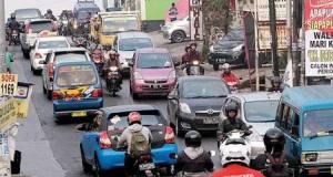 Kemacetan di Jalan Raya Muhtar Sawangan kini semakin parah.