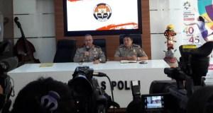 Kadiv. Humas Setyo Wasisto memberikan keterangan kepada wartawan.