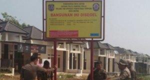 Satpol PP menyegel 66 rumah di daerah Bedahan, Sawangan karena tidak ada IMB.