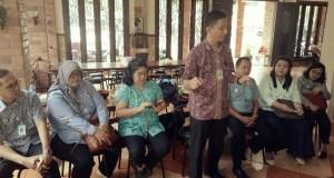 Kepala BPJS Kesehatan Depok Irfan Qadarusman didampingi sejumlah kepala bidang memberikan keterangan kepada wartawan.