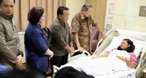 Ibu Ani Yudhoyono, istri mantan Presiden SBY tengah dirawat di Singapura.