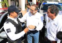 Gobernador entrega patrullas en Tecomán para reforzar la seguridad