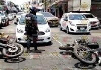 Sin lesiones de gravedad, dos policías estatales son atropellados en el centro de Colima