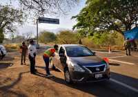 Personal del Ayuntamiento de Colima, diariamente atiende el filtro sanitario en Trapichillos