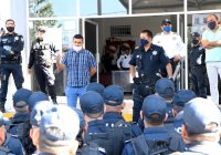 """Entabla Regidor Ángel Venegas, """"El Hombre Barrio"""" dialogo y acercamiento con policías de Tecomán"""
