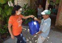 Azucena López Legorreta entregó apoyos alimentarios en comunidades