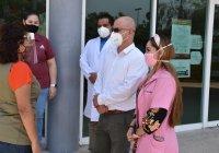 Azucena López Legorreta continúa con la entrega de protectores faciales