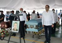 Gobierno del Estado rinde homenaje póstumo a policías
