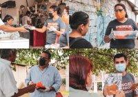 Equipo de Regidores entregan cubrebocas a propietarios y empleados de comercios y clientes en Villa de Álvarez