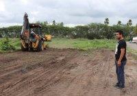 Atiende Regidor Ángel Venegas limpieza de lotes baldíos y áreas verdes encolonias de Tecomán
