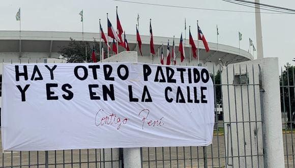Este mensaje se dejó ver en el Nacional de Santiago (Foto: Nicolás Soto)