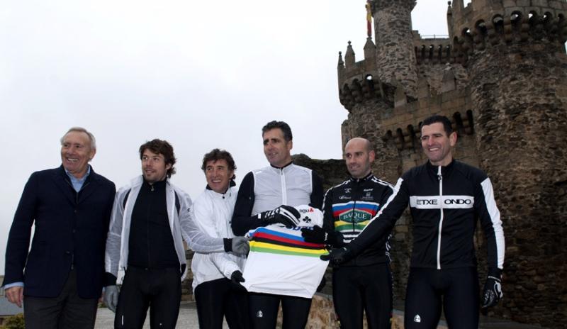 Los campeones Freire, Indurain, Astarloza y Olano presentaron el mundial con Pedro Delgado y Javier Mínguez.