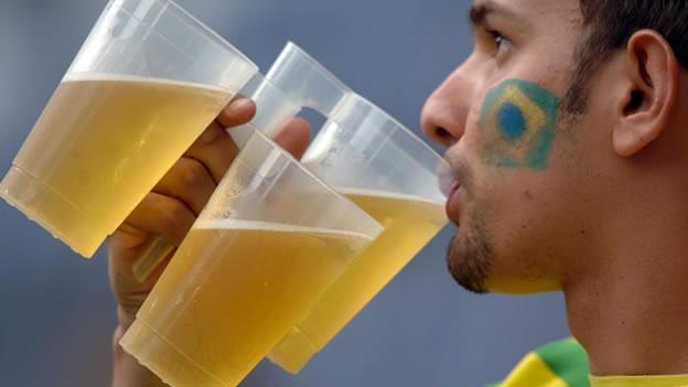 Los aficionados podrán consumir cerveza en los estadios del mundial.