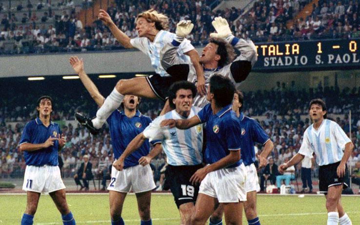 Caniggia terminó con el récord de imbatibilidad de Zenga tras una salida fallida del italiano.