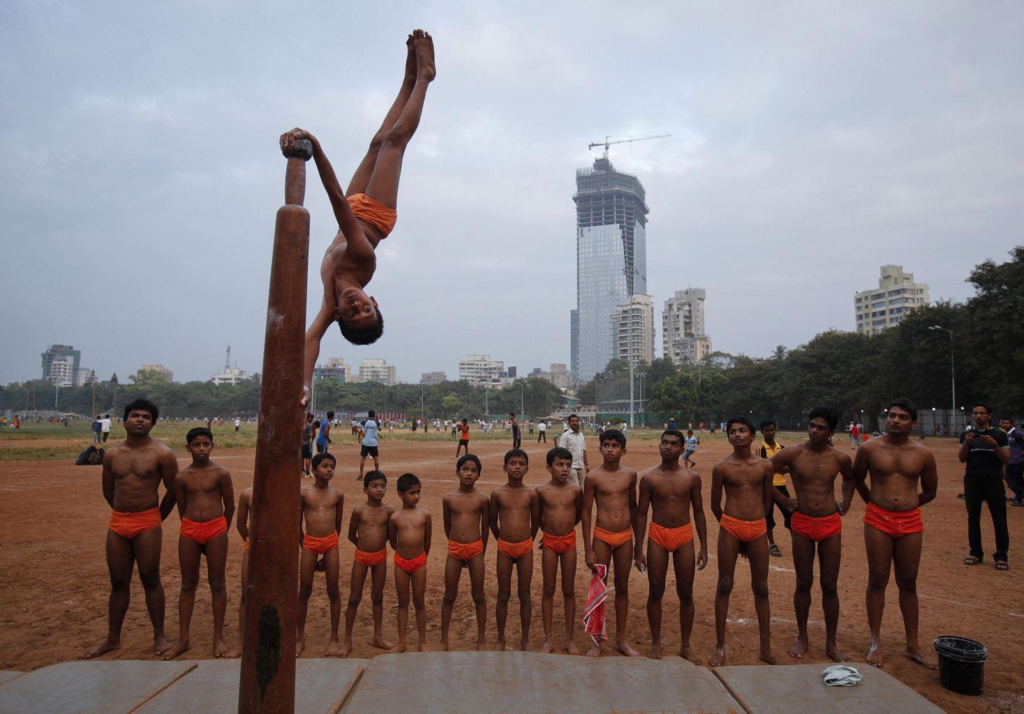 La disciplina del Pole Mallakhamb practicada en la India es exclusivamente masculina.