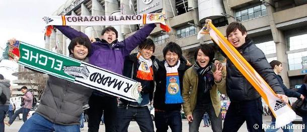 Cada vez hay más aficionados extranjeros en los estadios (Foto: latribunamadridista.com)