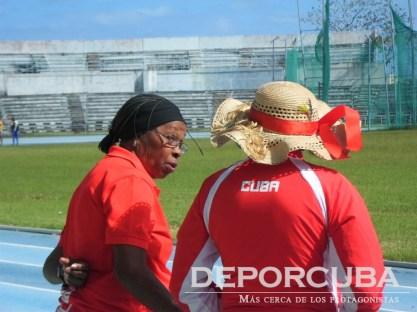Equipo cubano de relevo 4x400 (Amarilis Hernández y Eloína Kerr)