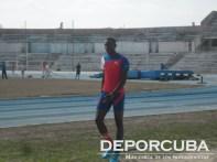 Andy Díaz entrena pensando en consolidar sus marcas sobre los 17 metros